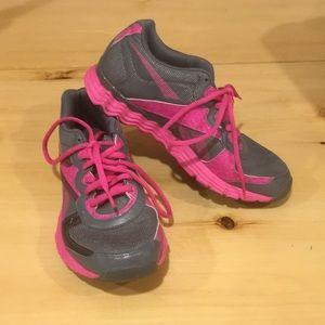 NWOT - Reebok Vibetech Pink/Grey - Size 6